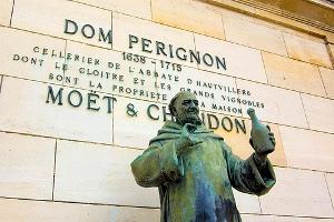 dom-perignon-statue