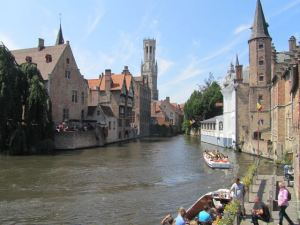 I think every visitor to Bruges takes this exact photo.