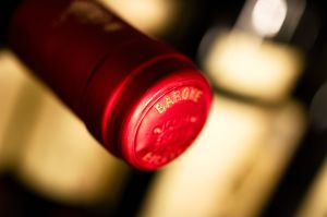 Wine_capsule_on_a_bottle_of_Barone_Ricasoli