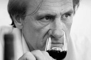 Gerard_Depardieu_wine_nose_actor_BW