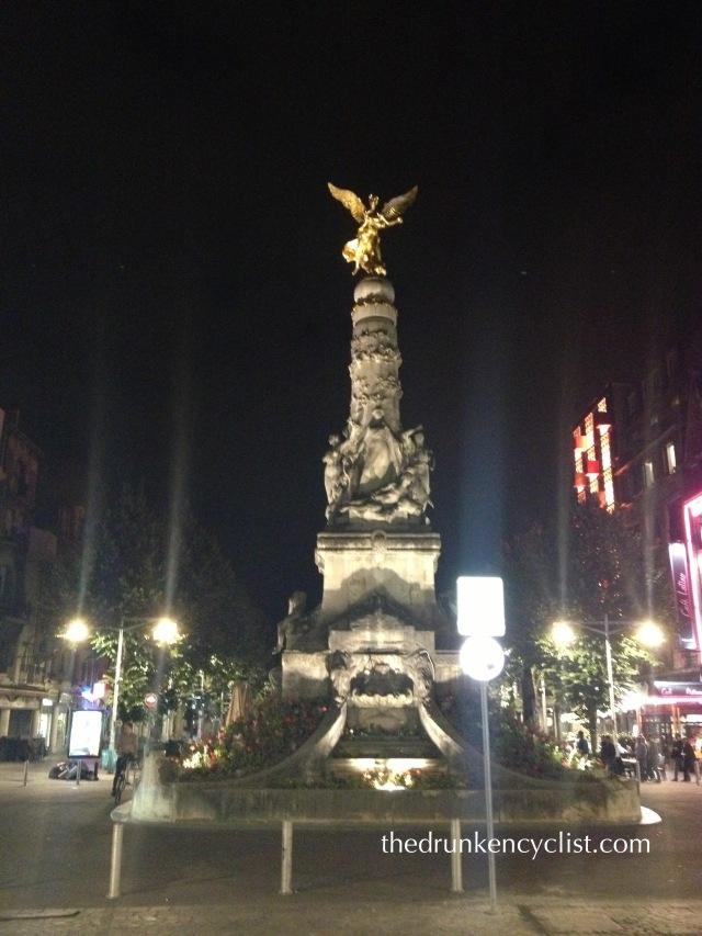 Place des Victoires, Reims.