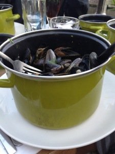 A full bucket of moules!